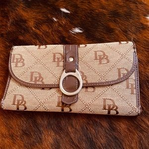 EUC - Nice Dooney Bourke Wallet in great shape